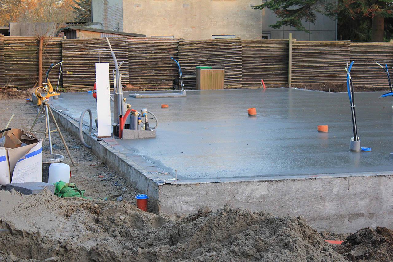 если фото применение бетона в строительстве плинтуса